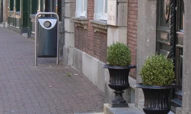 RVS buitenprullenbak in het straatbeeld